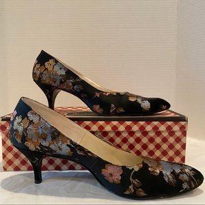Vintage Delmanette Embroidered Floral Black Heels
